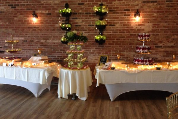 Wurlitzer-Room-Wedding-Dessert-Tables